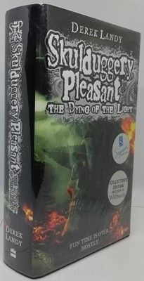 Derek Landy SKULDUGGERY PLEASANT THE DYING OF THE LIGHT Collector's Edition Signed
